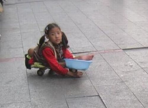 Girl Beggar from China (6 pics)