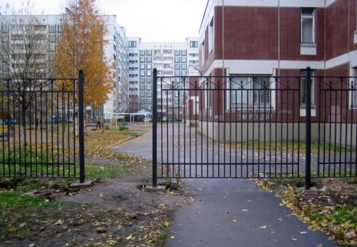 Fence Placement Fail (3 pics)