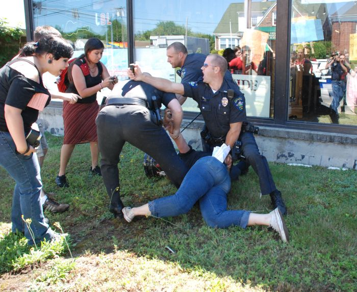 Police Brutality (4 pics)