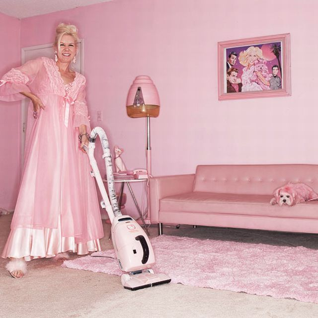 The Woman Who Loves Pink (14 pics)