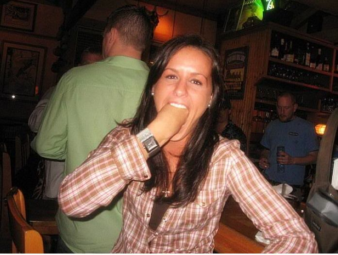 Hot Girls with Fists in Their Mouths (21 pics)