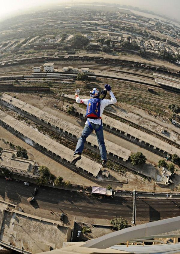 Base Jump Fail (3 pics)