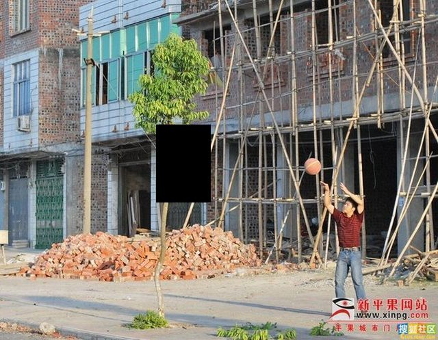 Basketball Can Be Played Anywhere (9 pics)