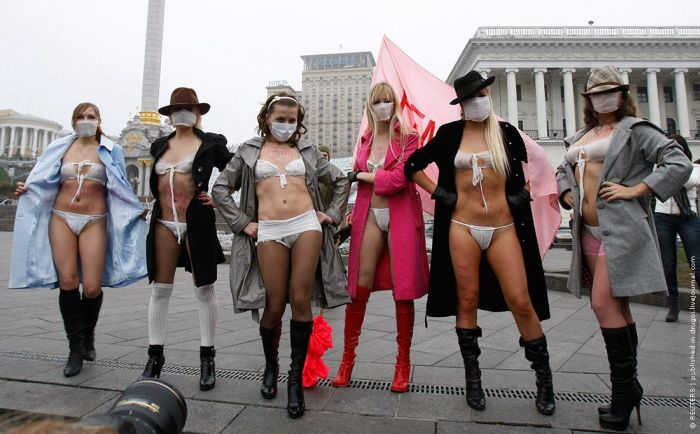 Ukrainian Girls Protest Against Swine Flu (14 pics)