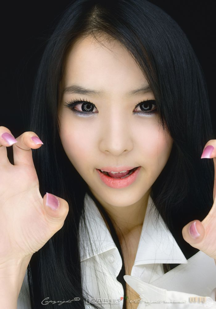 Asian Girls Love Claws (14 pics)