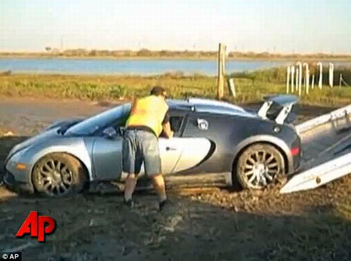 Bugatti Veyron Crash (8 pics + video)