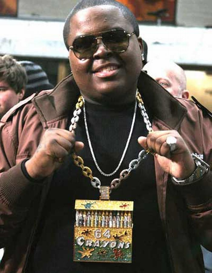 Most Ridiculous Rapper Chains (22 pics)