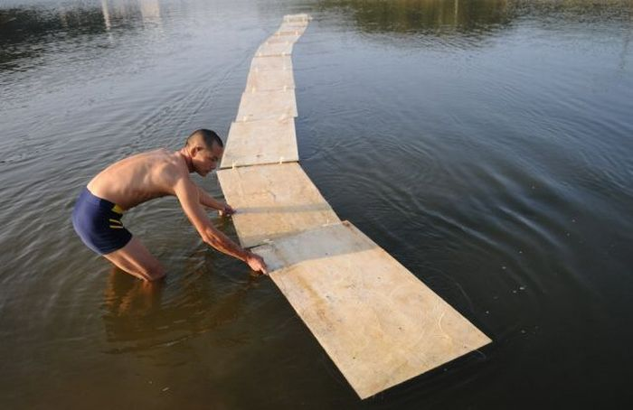 How to Run on the Water. Shaolin Monks Secret Revealed (5 pics)