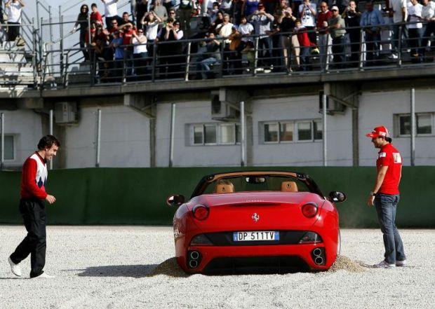 Ferrari California stuck at the Ferrari World Finals in Valencia