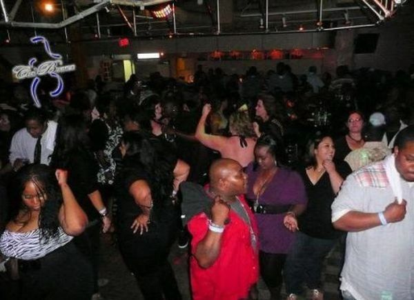 Night Clubs for Overweight People in California (20 pics)
