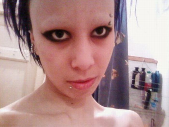 People Without Eyebrows (24 pics)