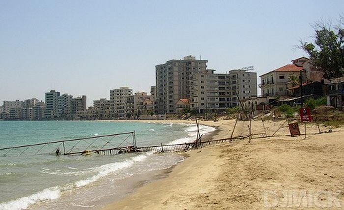 Abandoned Beach Resort, Varosha, Cyprus (52 pics)
