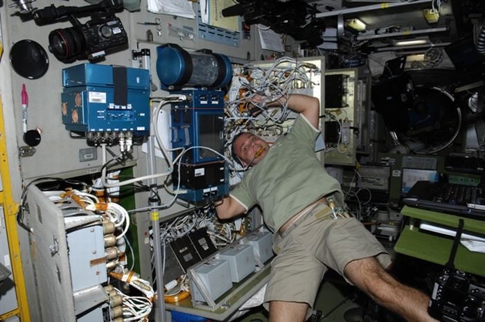 Blogging from Space (21 pics)