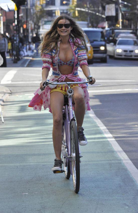 Sexy Bike Girl (8 pics)