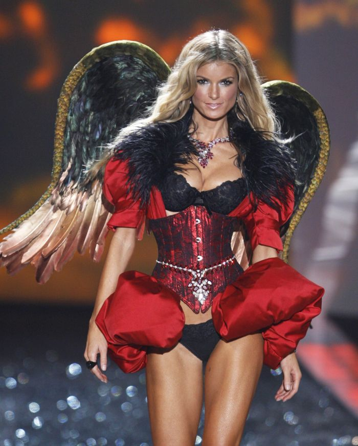 Victoria's Secret Fashion Show 2009 (98 pics)