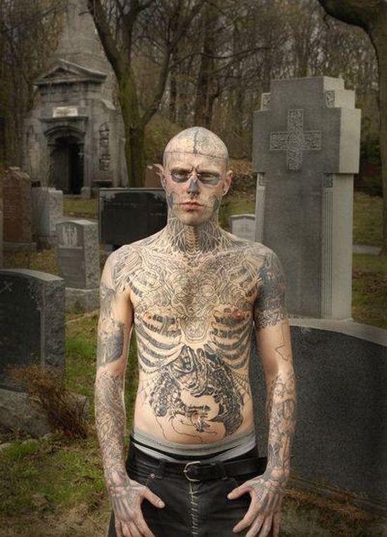 A Man who Loves Tattoos (23 pics)