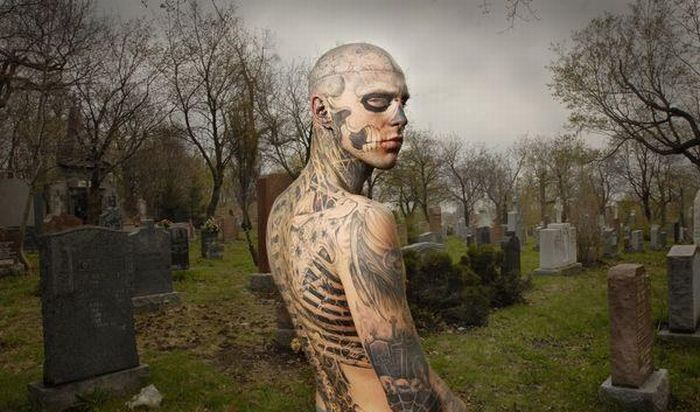 A Man who Loves Tattoos (23 pics)