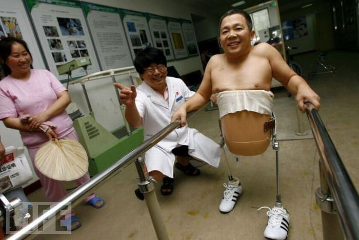 A Man with a Half of the Body (10 pics)