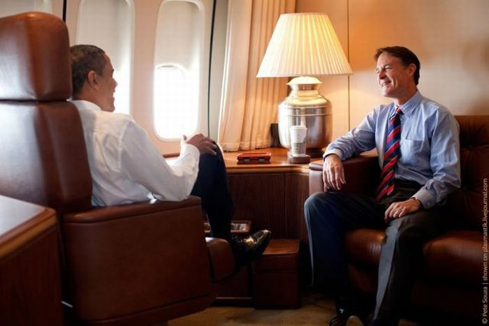 Obama Inside Air Force One (25 pics)