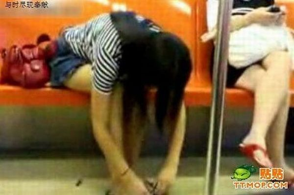 Girl Taking Care of Her Nails in Subway (7 pics)