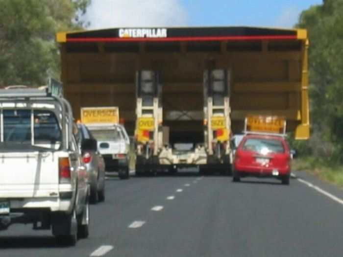 Now try to overtake this truck (4 pics)