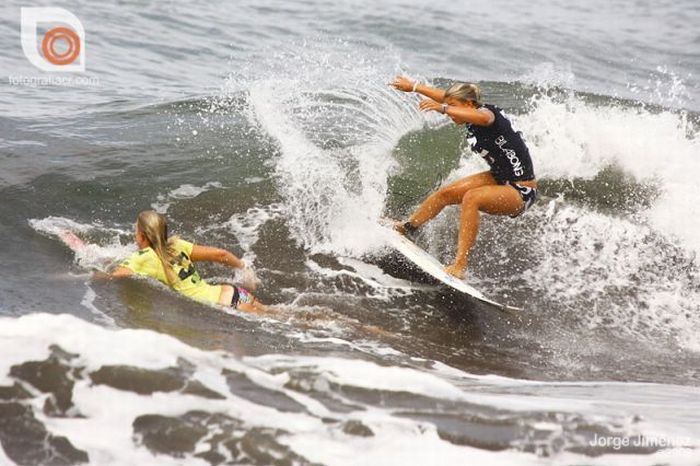 Sexy Girls Surfing (34 pics)