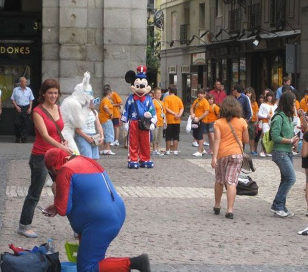 Fat Spiderman in Worst Costume Ever (7 pics)