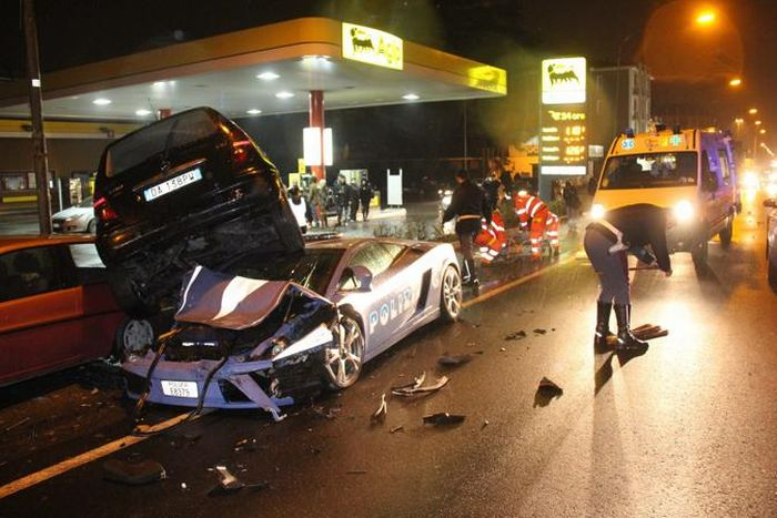Lamborghini Gallardo LP560-4 Italian Police Car Crashed (13 pics)