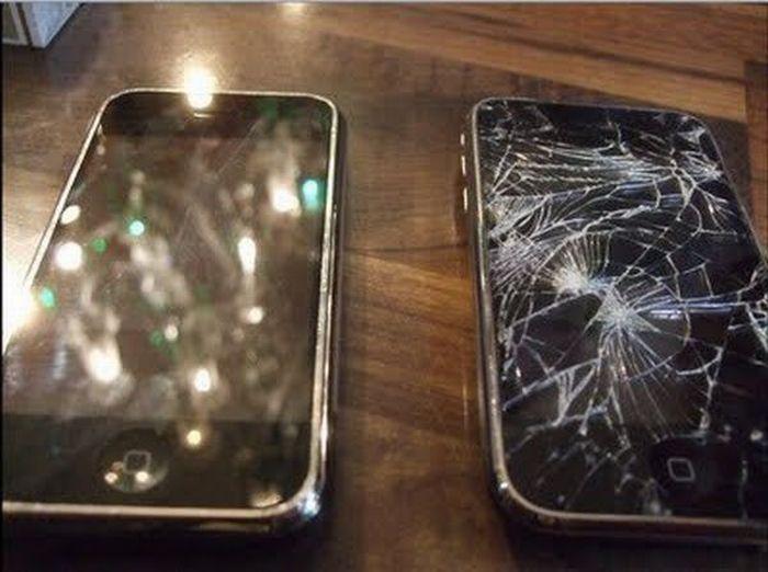 Wrecked iPhones (23 pics)