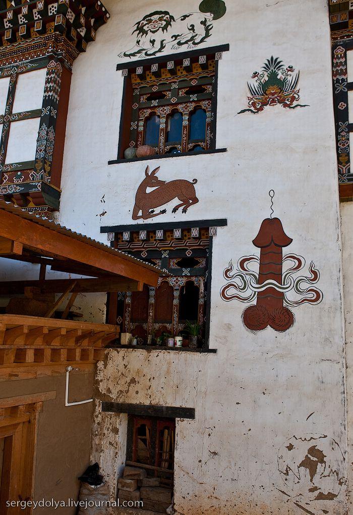Penis art in Bhutan (15 pics)