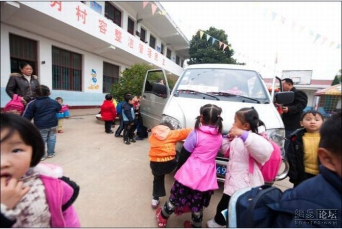 School Bus in China (6 pics)