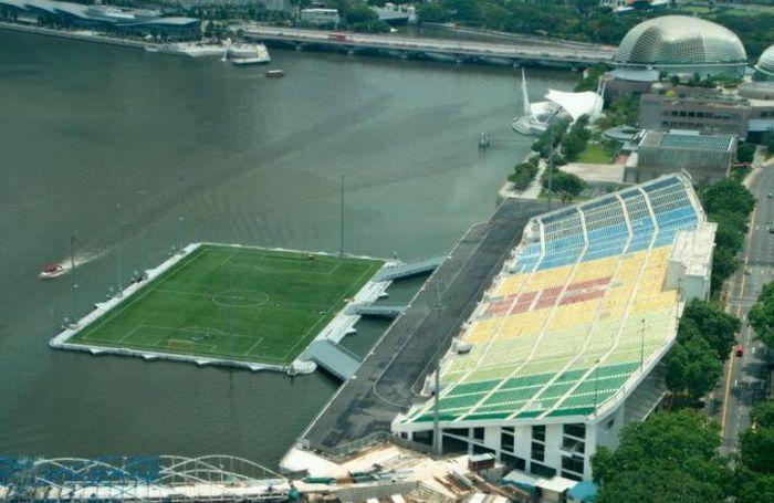 A Floating Stadium (10 pics)