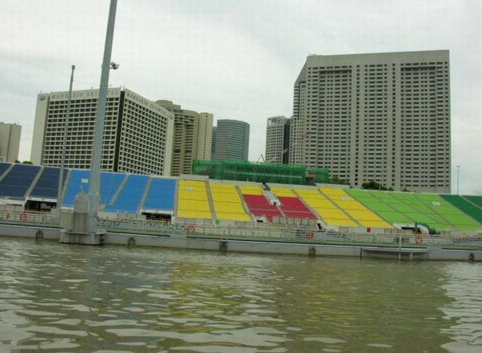 A Floating Stadium (10 pics)
