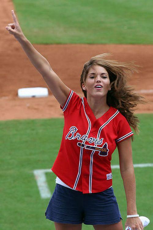 The Hottest MLB Cheerleaders (33 pics)