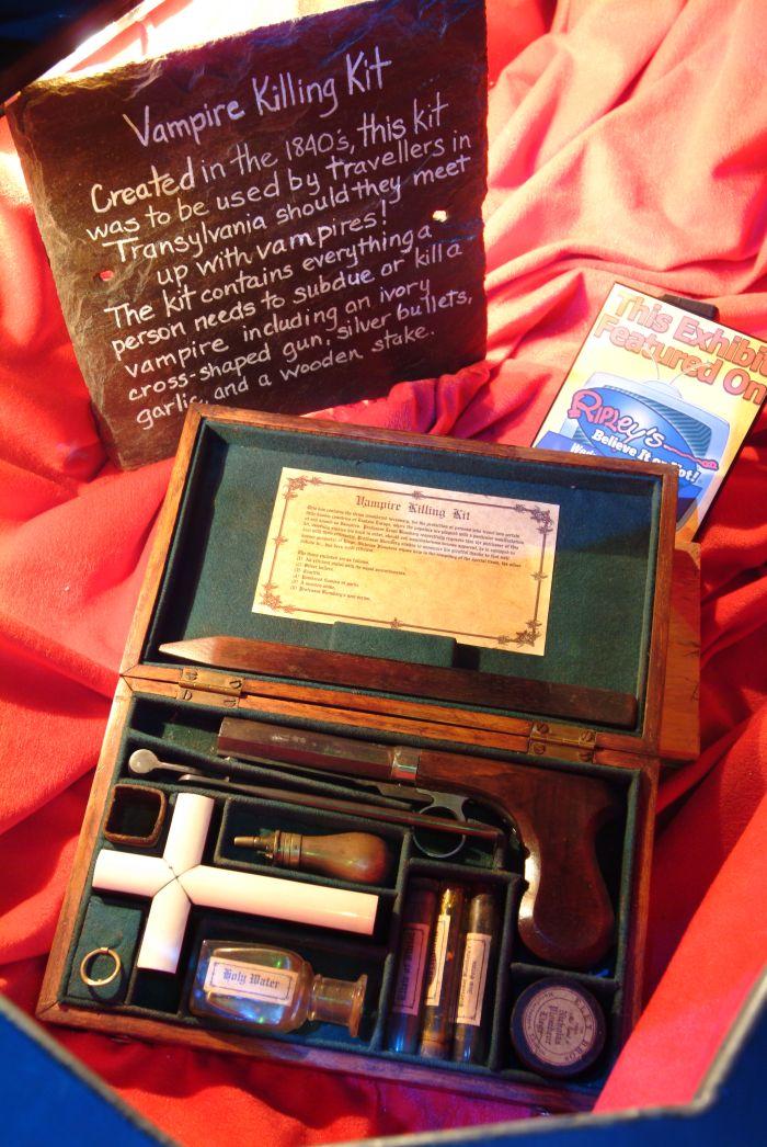 Authentic Vampire Killing Kits (8 pics)