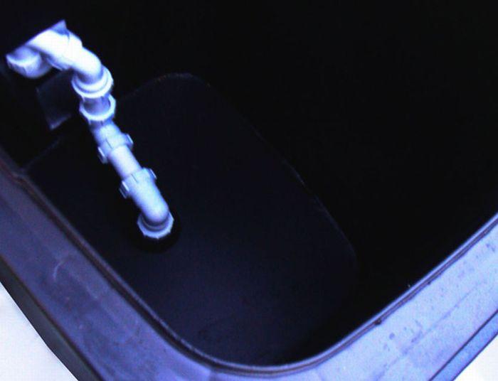 Wheelie Bin Urinal (8 pics)