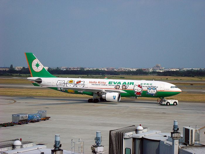 Hello Kitty Plane (9 pics)