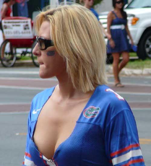 Hot Girls Tailgating (89 pics)