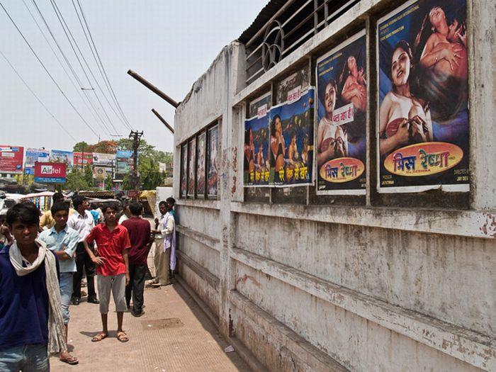 Adult Cinema in India (19 pics)