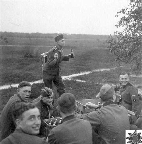 german soldiers fave fun during the wwII 11 German Soldiers Have Fun During the WWII image gallery