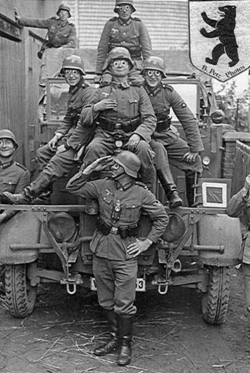 German Soldiers Have Fun During the WWII (24 pics)