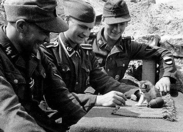 german soldiers fave fun during the wwII 16 German Soldiers Have Fun During the WWII image gallery
