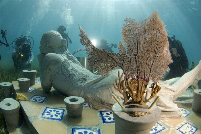 The Largest Underwater Museum (14 pics)