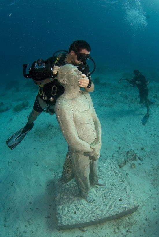 The Largest Underwater Museum (14 pics)