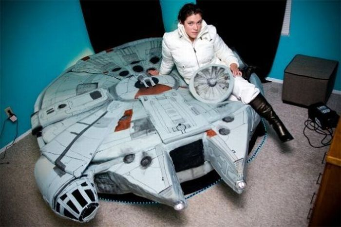 Bed of a Real Star Wars Fan (19 pics)