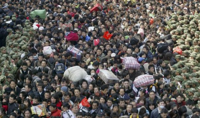 Crowded Train Stations in China (22 pics)