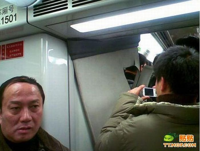 Train Collision in Shanghai Subway (17 pics)