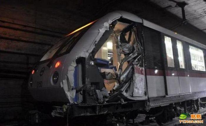 Train Collision in Shanghai Subway (17 pics)