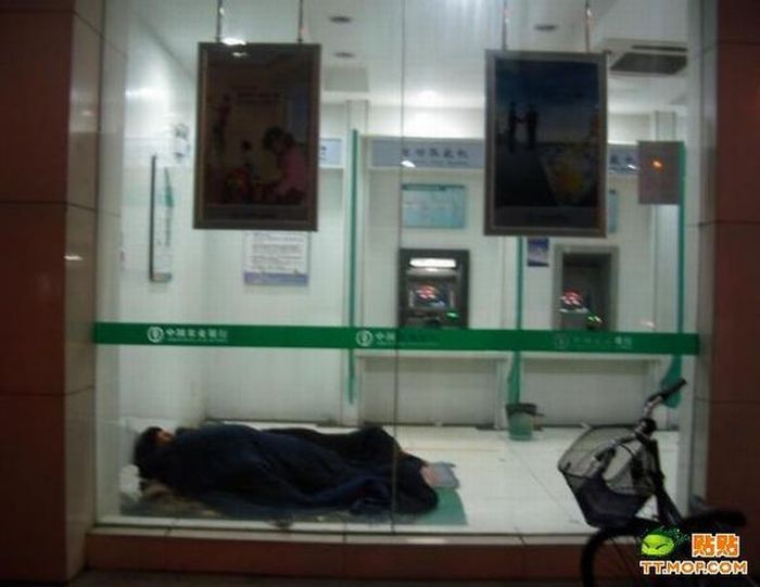 Sleeping in the Bank (5 pics)