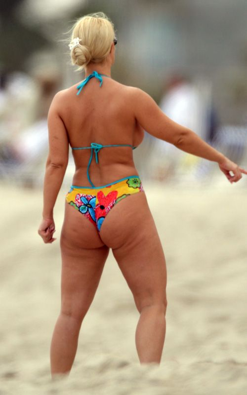 Coco in Bikini (7 pics)